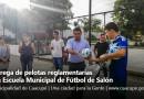 Entrega de pelotas reglamentarias a la Escuela Municipal de Fútbol de Salón